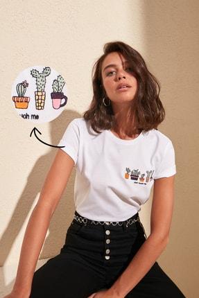 TRENDYOLMİLLA Beyaz Nakışlı Basic Örme T-Shirt TWOSS20TS0103