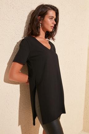 TRENDYOLMİLLA Siyah V Yaka Asimetrik Örme T-Shirt TWOSS20TS0927