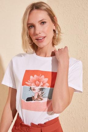TRENDYOLMİLLA Beyaz Baskılı Semifitted Örme T-Shirt TWOSS20TS0560