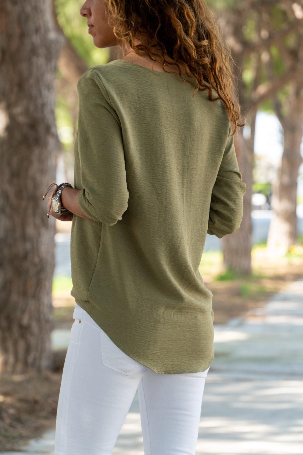 Güneşkızı Kadın Haki Yakası Yırtmaçlı Çizgili Krep Bluz GK-BST2841 2