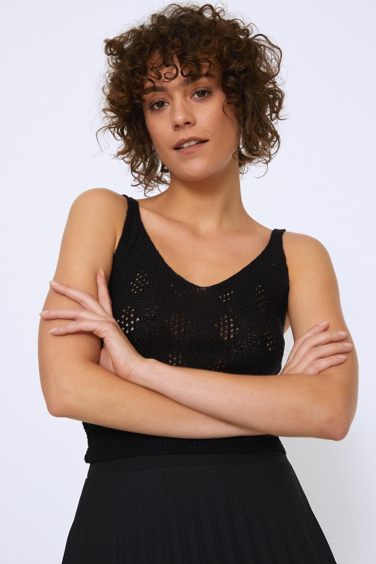 Quzu Kadın Askılı V Yaka Triko Siyah 19Y19371-001