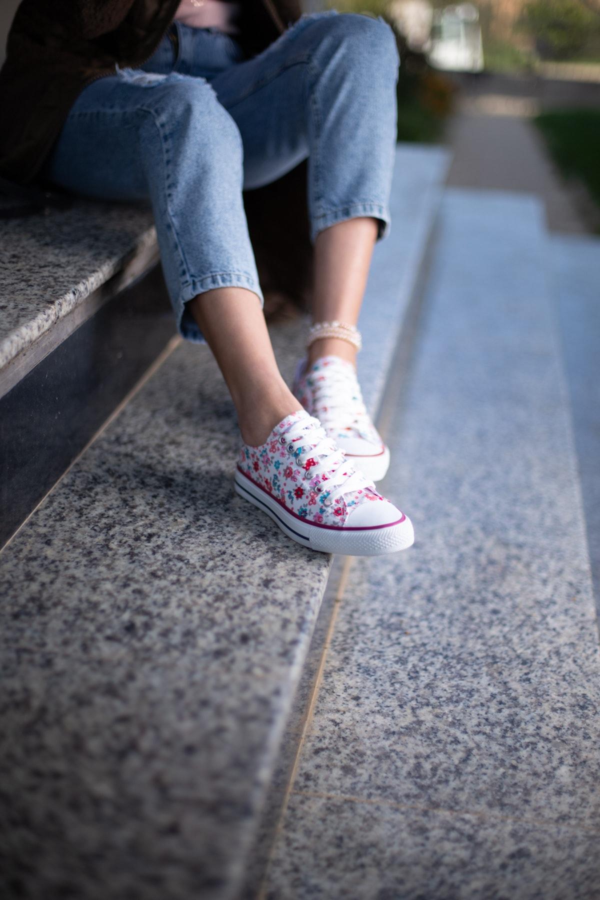 ESPARDİLE Kadın Beyaz Çiçek Desenli Spor Ayakkabı 2