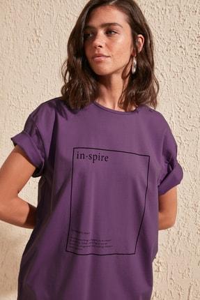 TRENDYOLMİLLA Mor Baskılı Boyfriend Örme T-Shirt TWOSS20TS0755