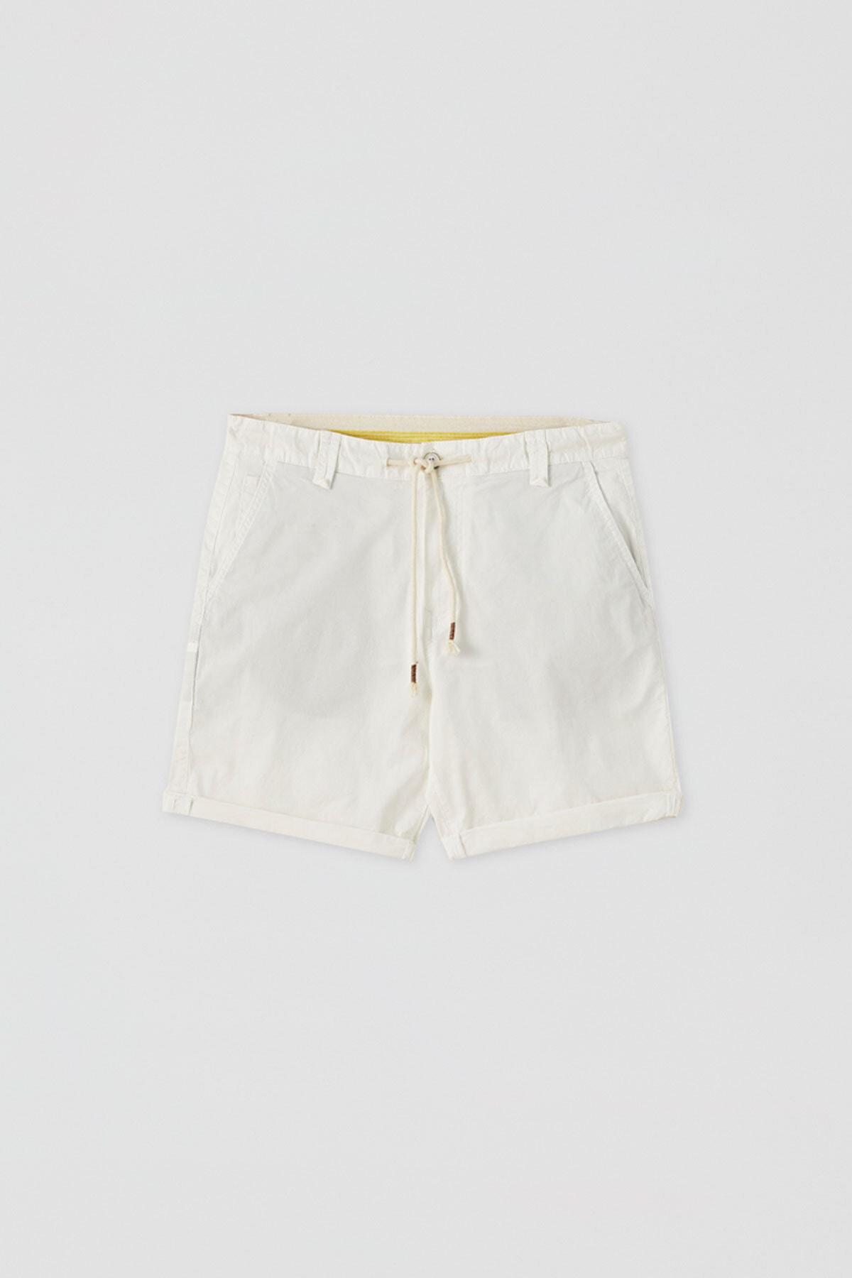 Pull & Bear Erkek Beyaz Kumaş boyalı basic bermuda 05690504
