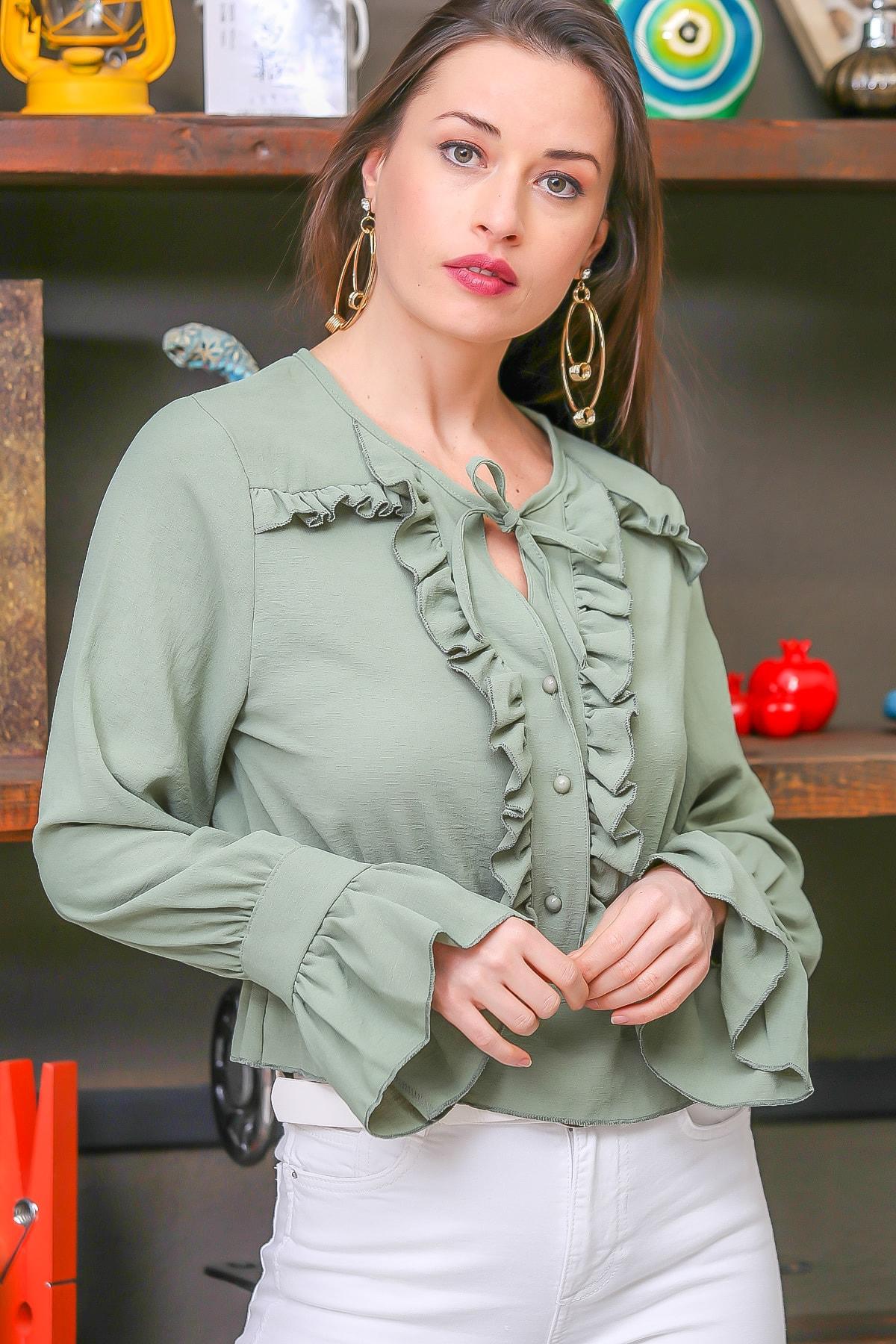 Chiccy Kadın Nil Yeşili Vintage Fırfır Detaylı Düğmeli Kolları Volanlı Bluz M10010200BL96315