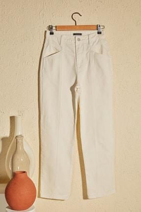 TRENDYOLMİLLA Beyaz Bel Detaylı Yüksek Bel Straight Jeans TWOSS20JE0425