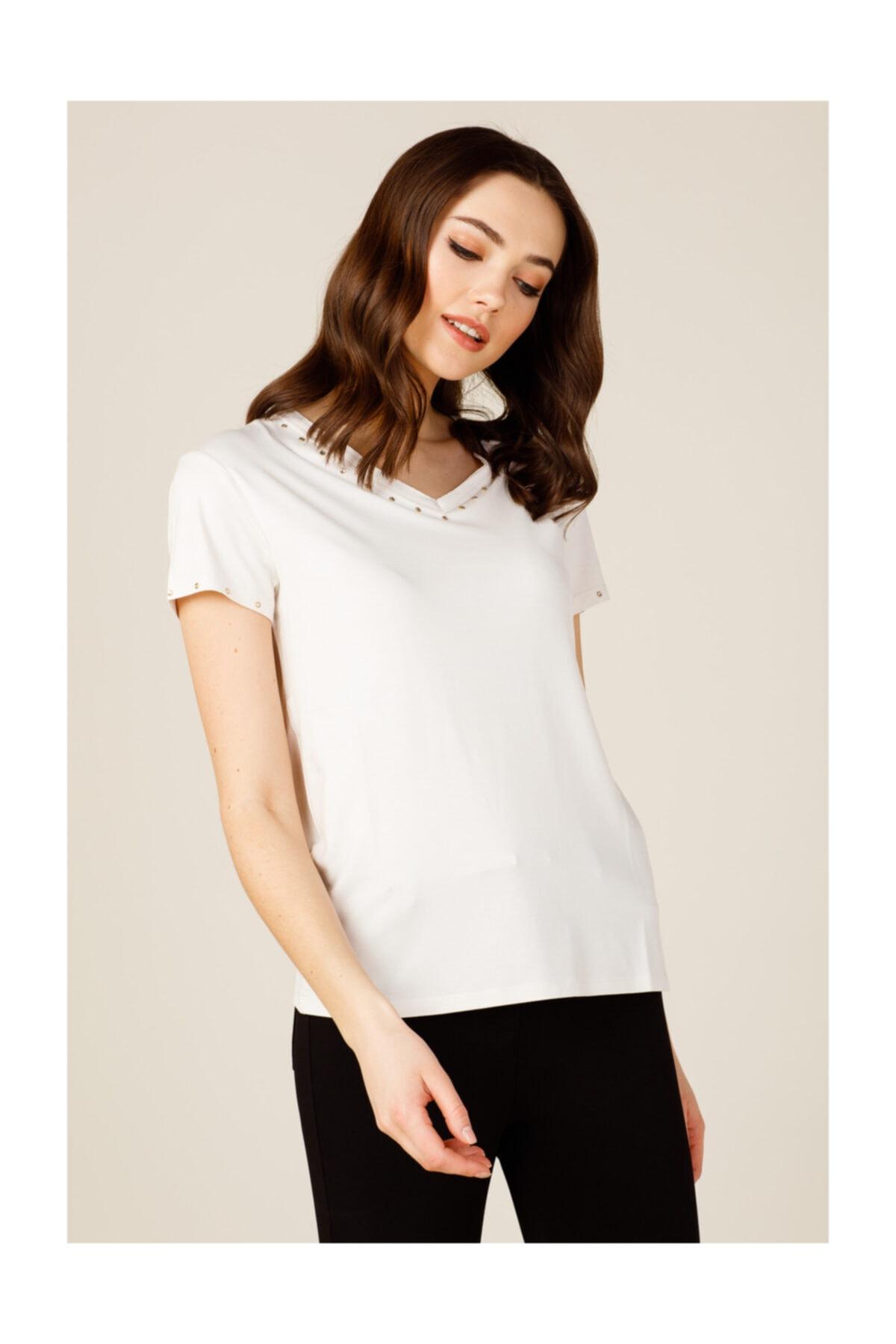 ON Yakası Taşlı Kadın Tişört 1