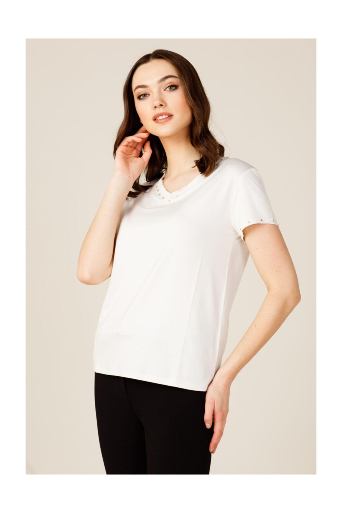 ON Yakası Taşlı Kadın Tişört 2