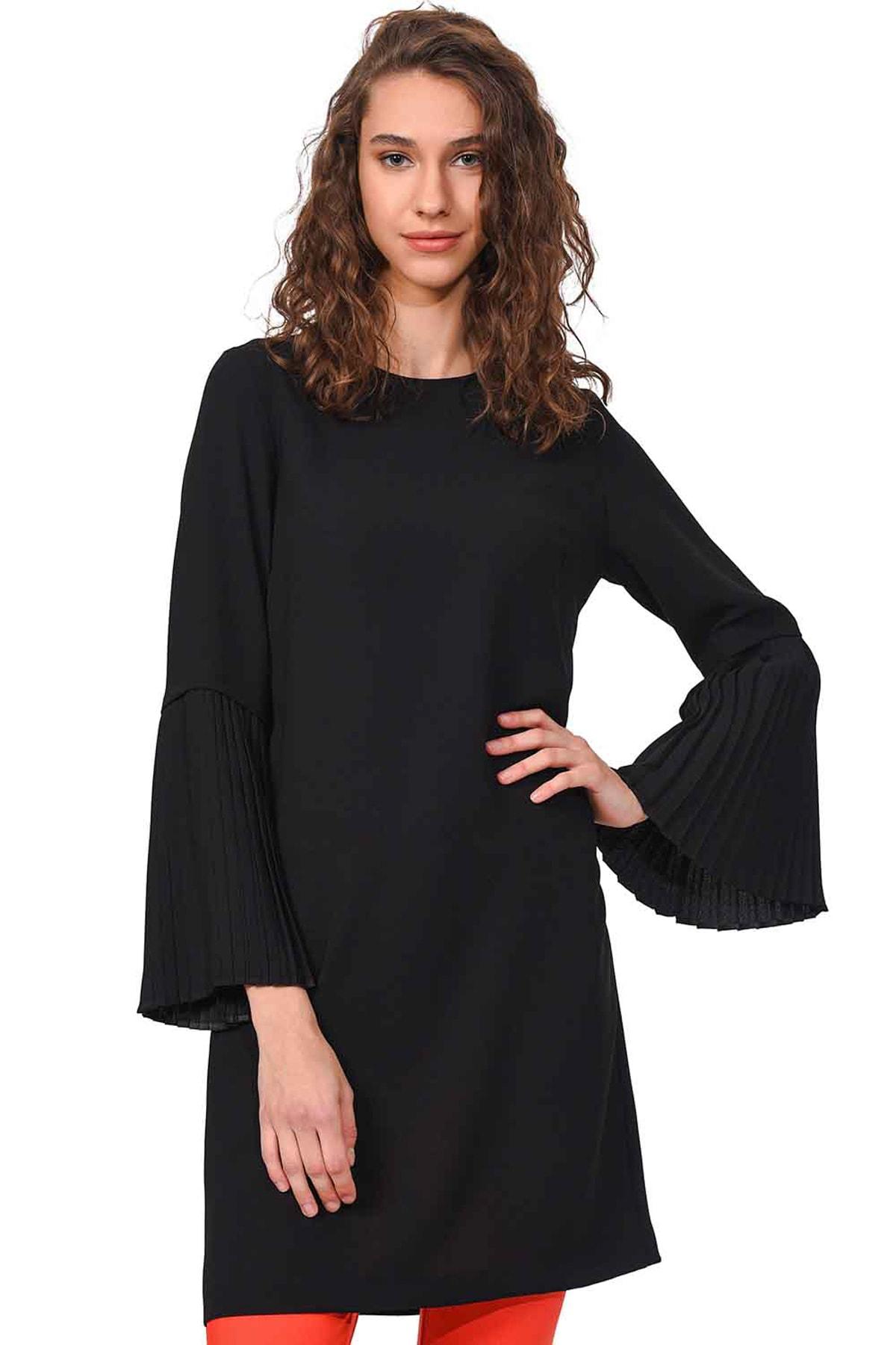Mizalle Kadın Siyah Kolları Pliseli Bluz 18KGMZL1012014 1