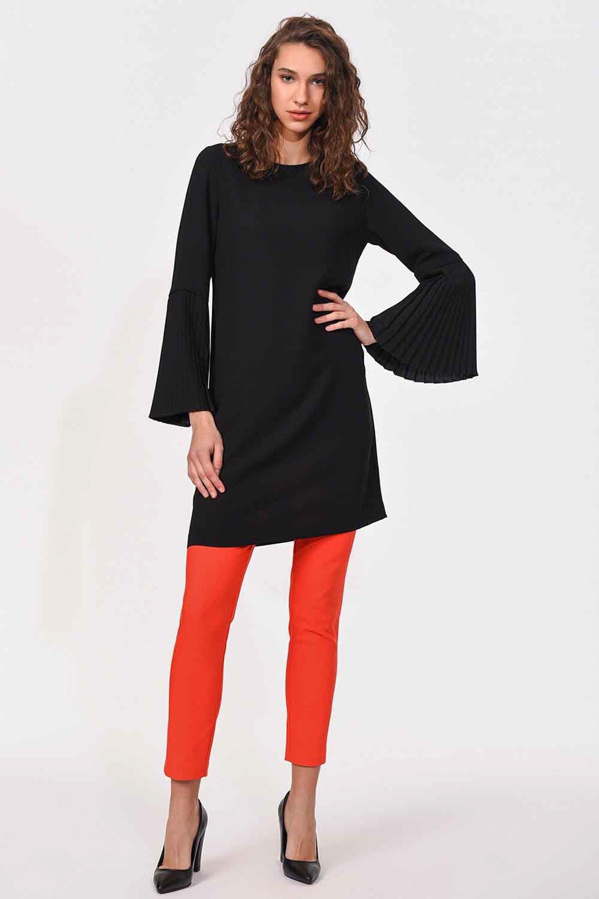 Mizalle Kadın Siyah Kolları Pliseli Bluz 18KGMZL1012014 2