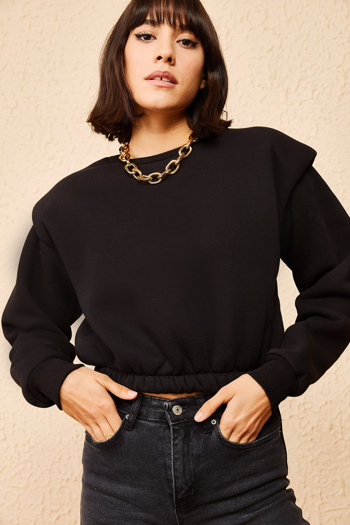 Bianco Lucci Kadın Siyah Üç İplik Şardonlu Omuzu Vatkalı Crop Sweatshirt 10161041