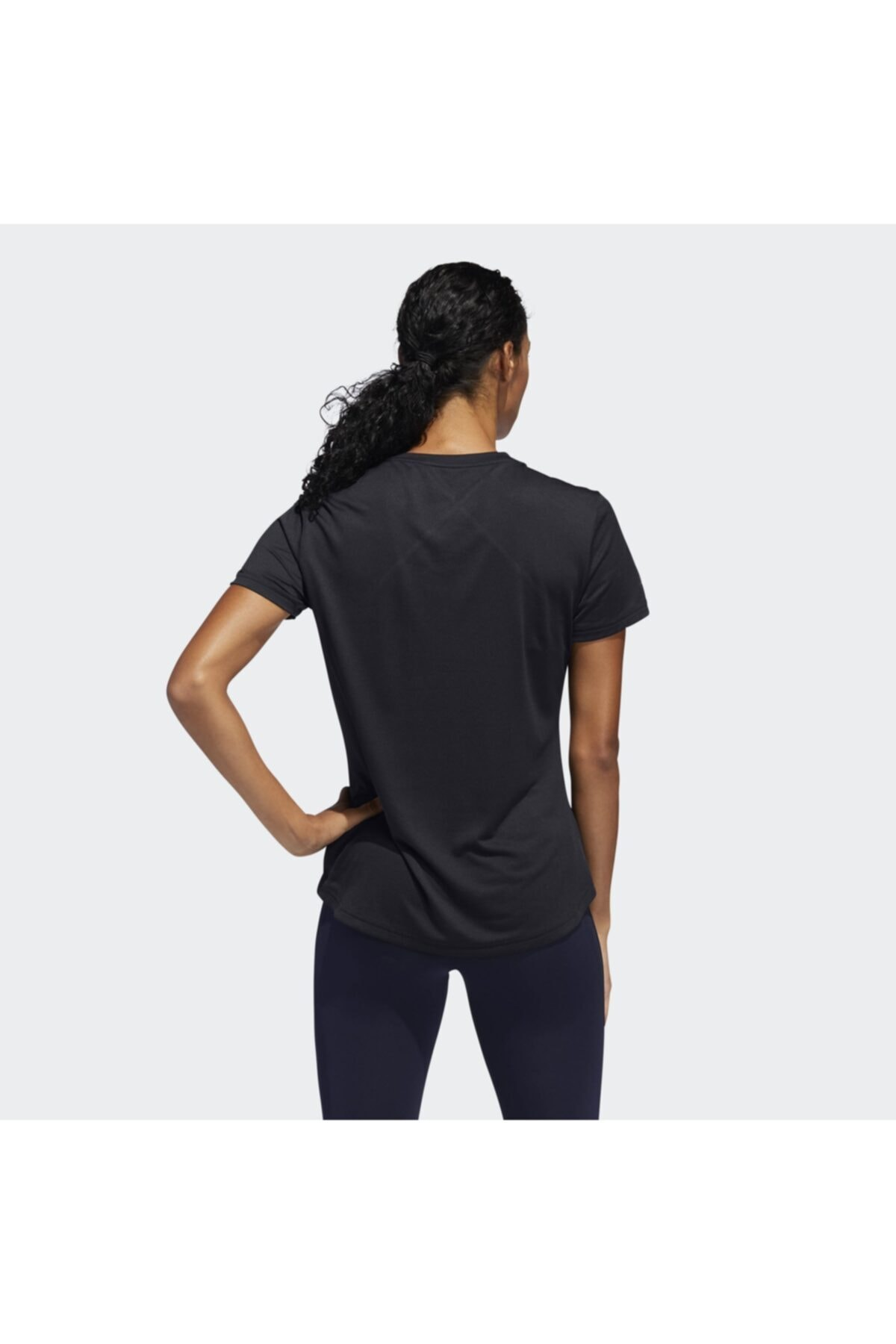 adidas OWN THE RUN TEE Siyah Kadın T-Shirt 101117561 2