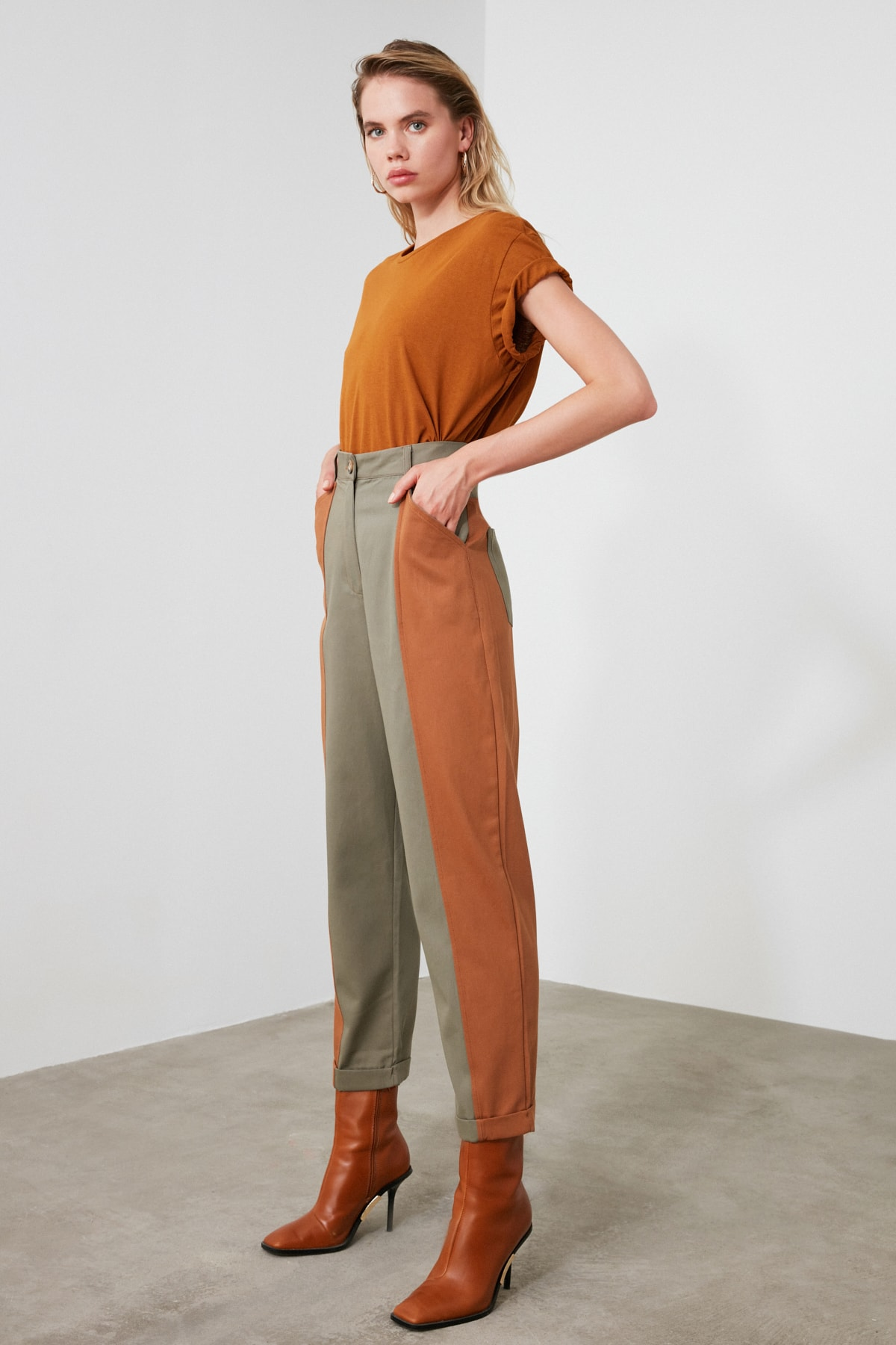 TRENDYOLMİLLA Haki Renk Bloklu Havuç Pantolon TWOAW21PL0120 2