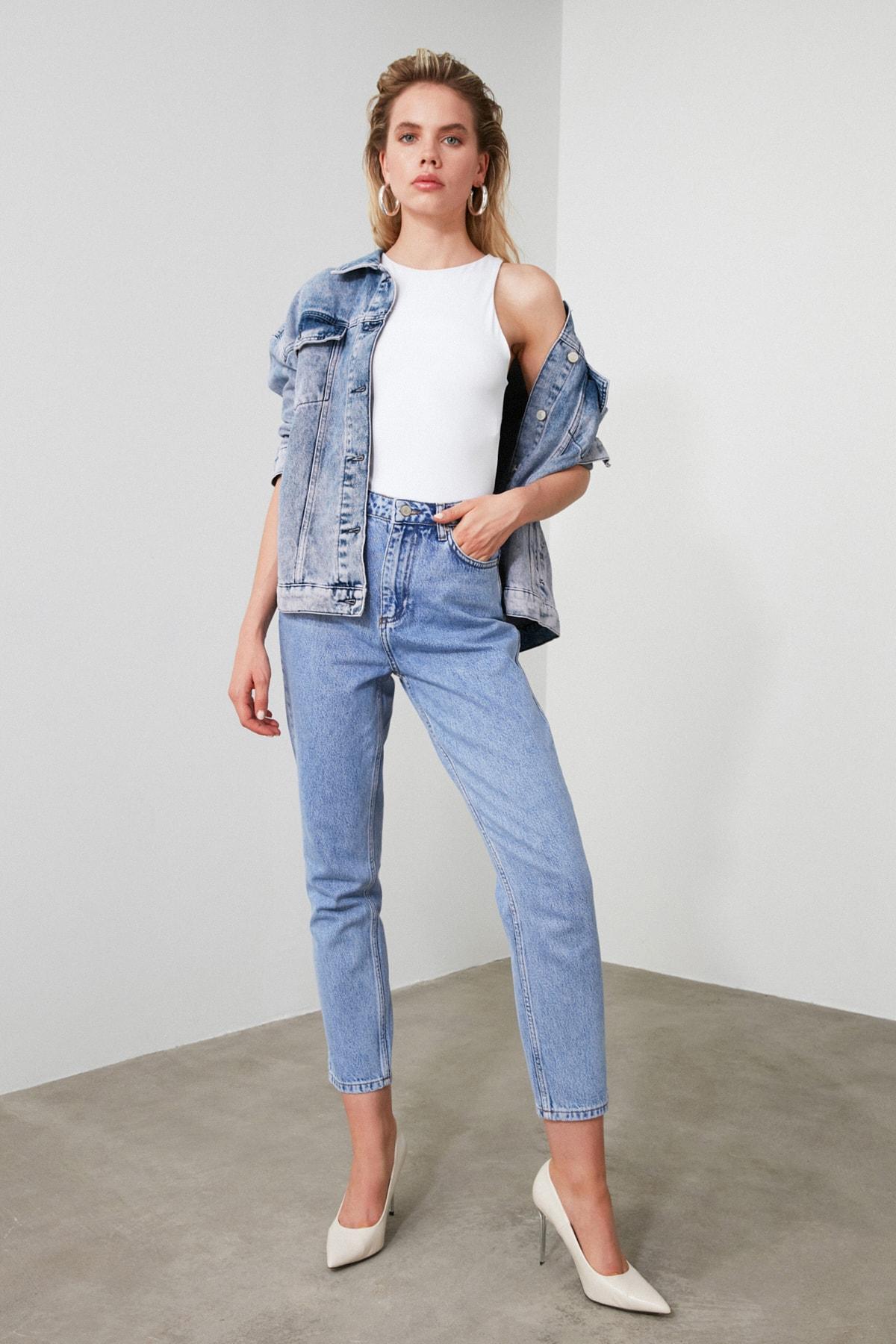 TRENDYOLMİLLA Mavi Yüksek Bel Mom Jeans TWOAW21JE0256 1