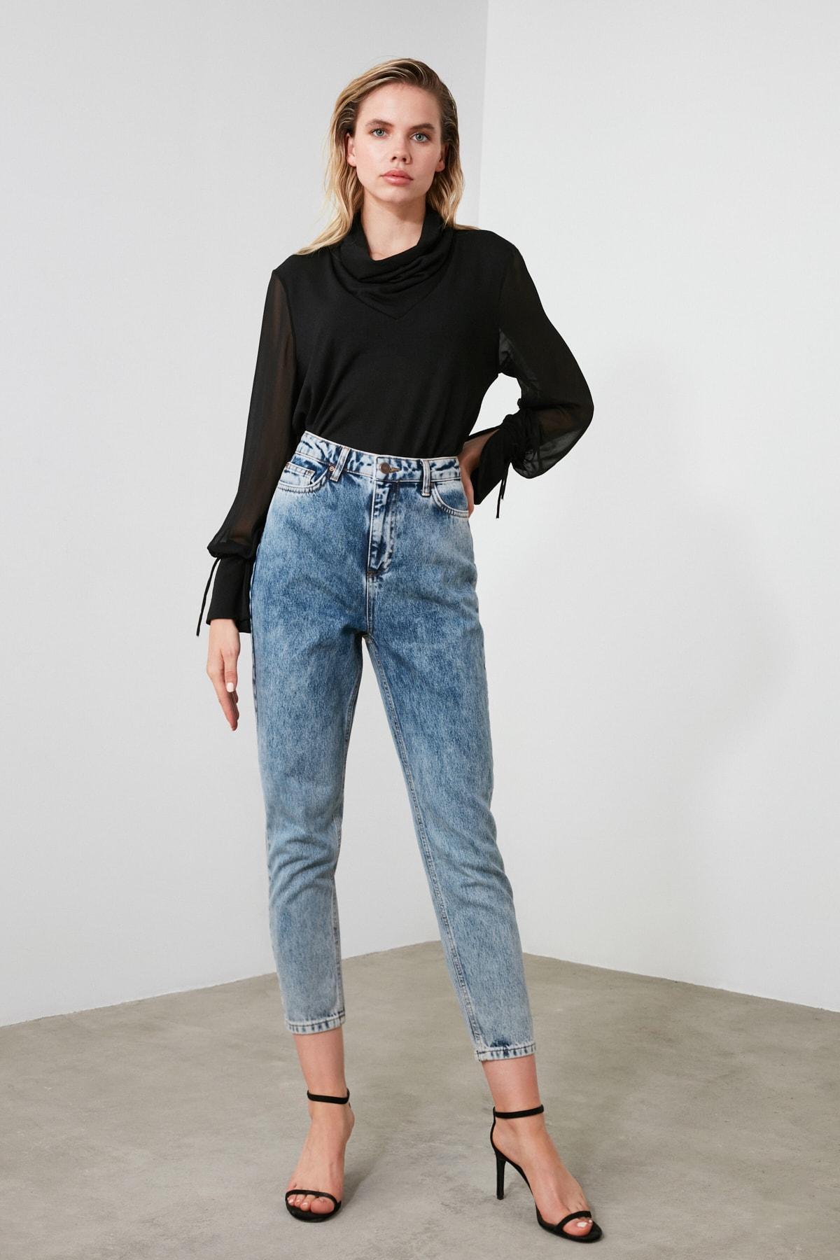 TRENDYOLMİLLA Indigo Asit Yıkamalı Yüksek Bel Mom Jeans TWOSS20JE0164 1