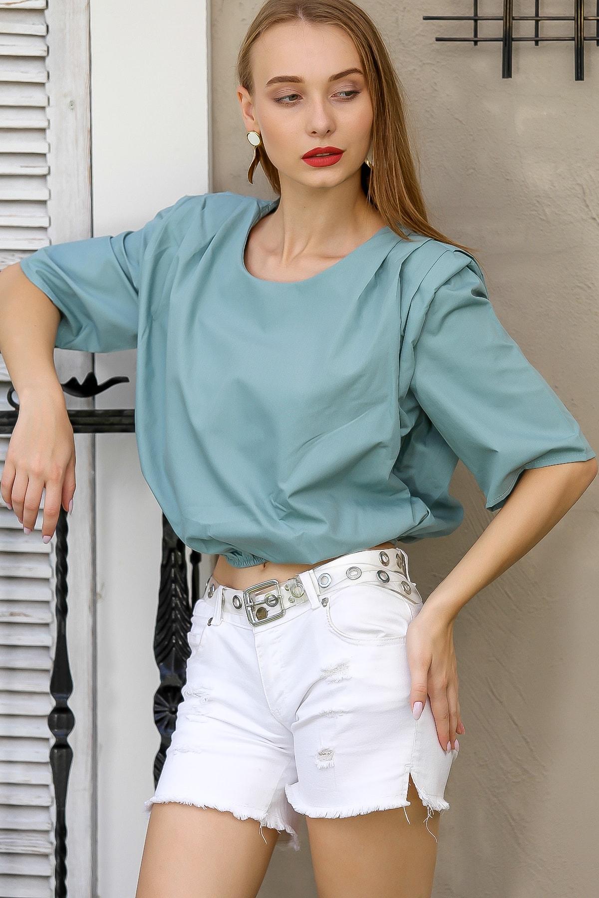 Chiccy Kadın Nil Yeşili Retro Omuzları Pileli Vatka Detaylı Beli Lastikli Bluz M10010200Bl96087