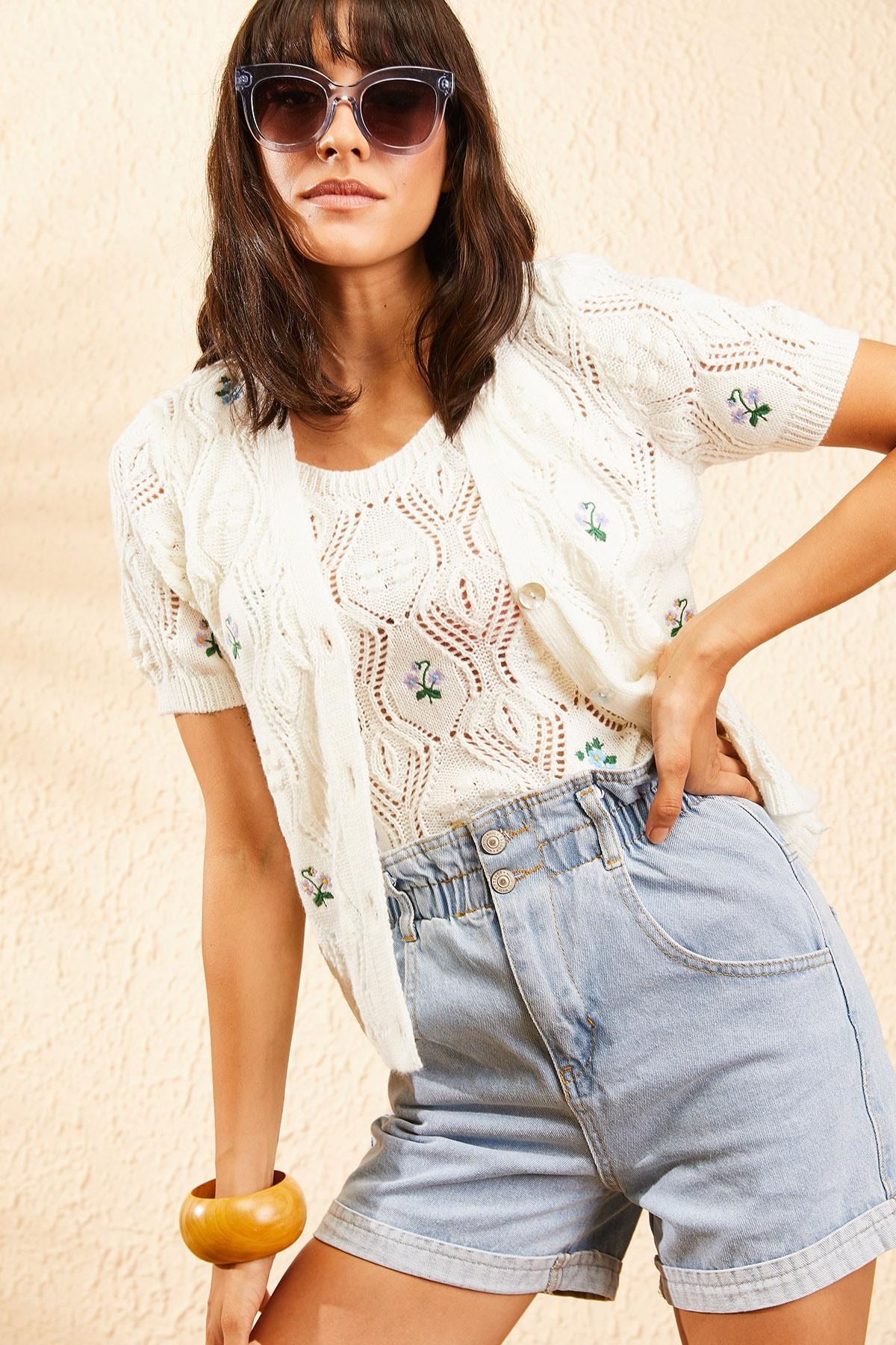 Bianco Lucci Kadın Ekru Nakış İşlemeli Hırka ve Crop Top Bluz Triko Takım 10101032 2