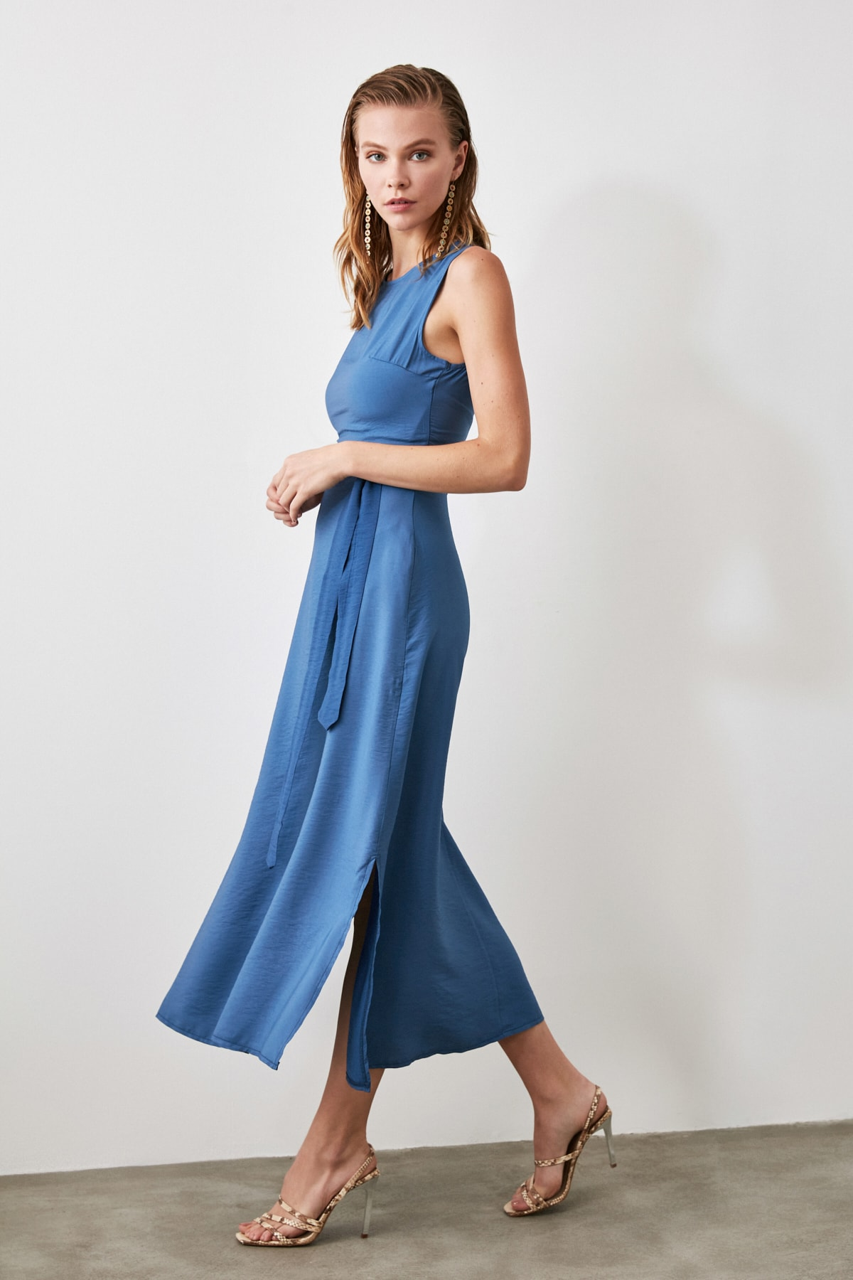 TRENDYOLMİLLA Indigo Kuşaklı  Elbise TWOSS20EL1921 1
