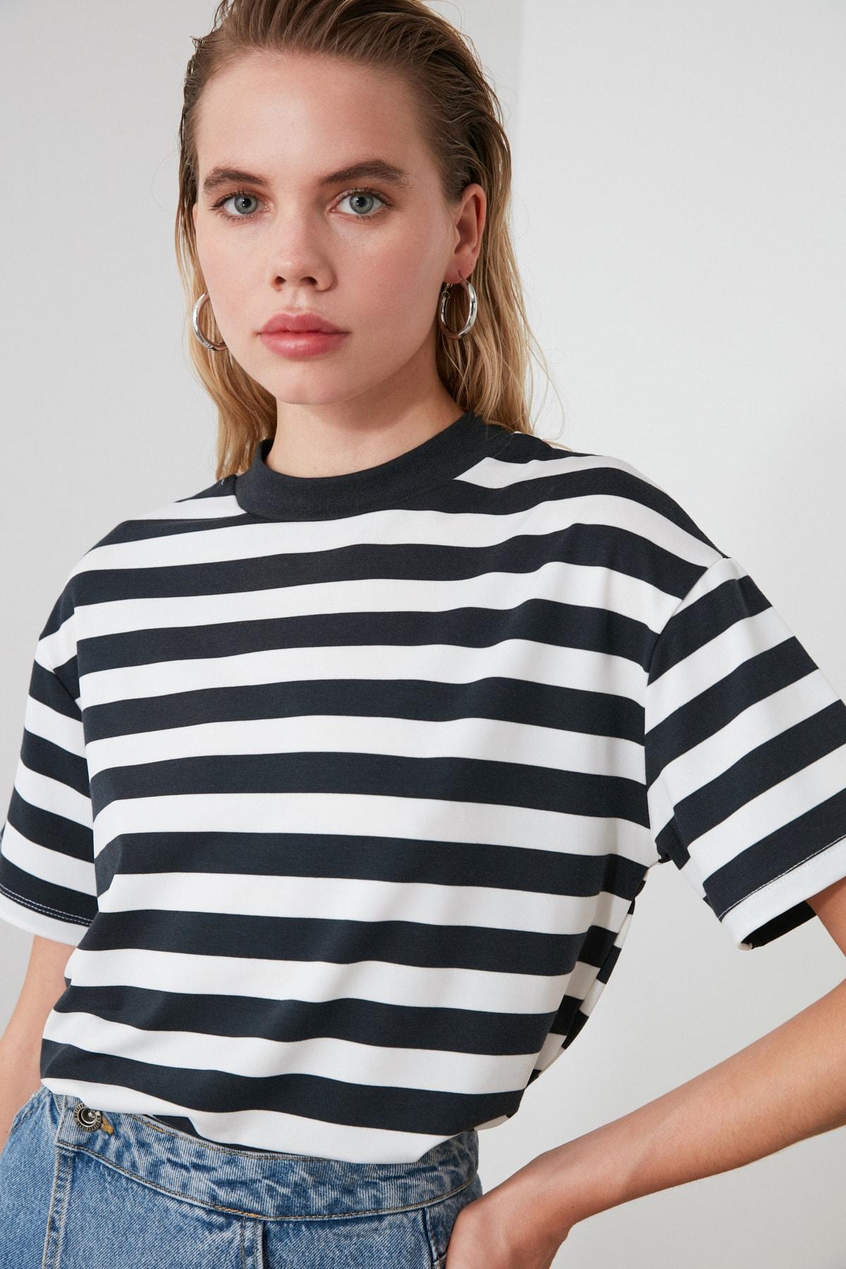 TRENDYOLMİLLA Füme Beyaz Çizgili Dik Yaka Basic Örme T-Shirt TWOAW20TS0096 2