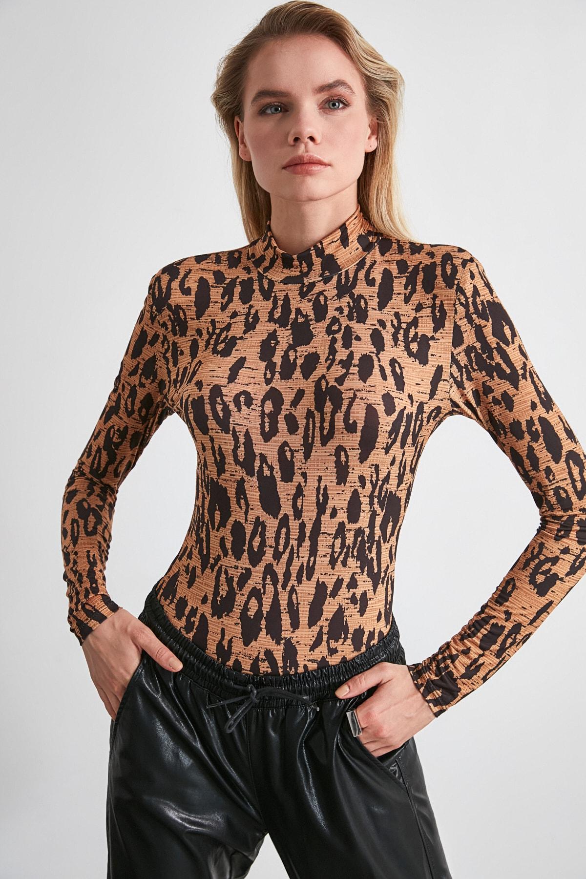 TRENDYOLMİLLA Kahverengi Leopar Desenli Vatkalı Çıtçıtlı Örme Body TWOSS20BD0003 2