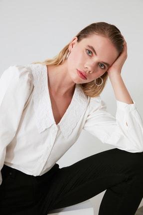 TRENDYOLMİLLA Beyaz Yaka Detaylı Gömlek TWOAW21GO0005