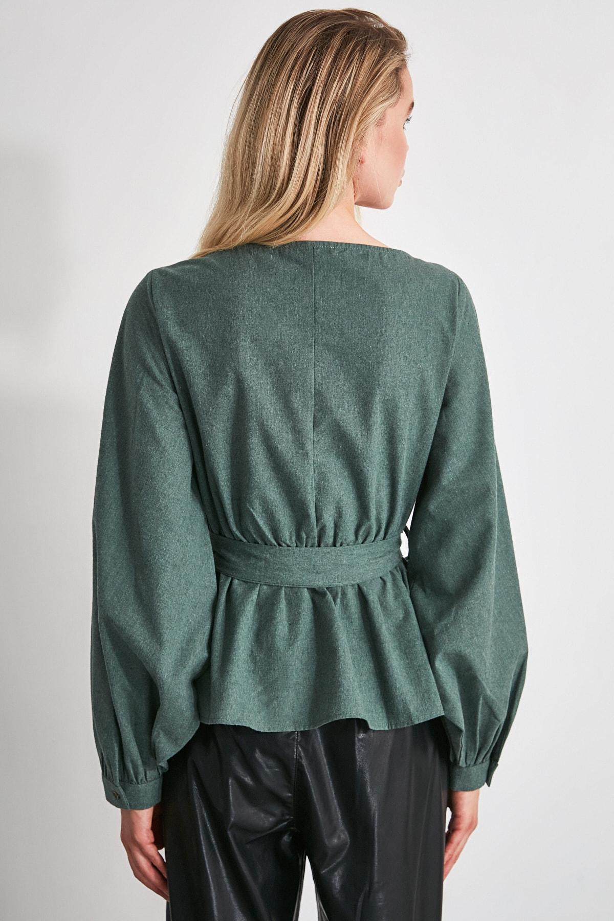 TRENDYOLMİLLA Zümrüt Yeşili Bağlama Detaylı Bluz TWOAW20BZ0435 2