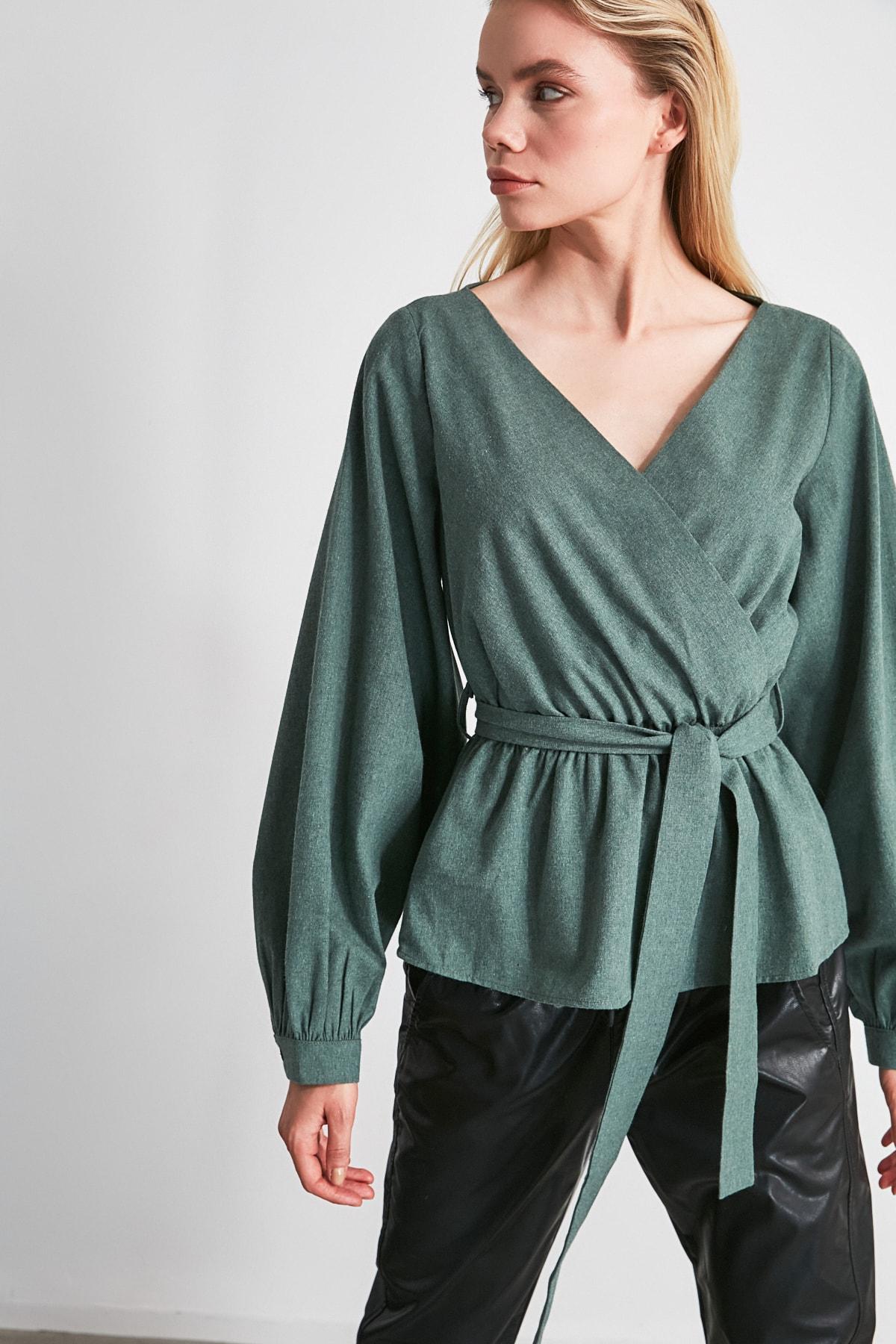 TRENDYOLMİLLA Zümrüt Yeşili Bağlama Detaylı Bluz TWOAW20BZ0435 1
