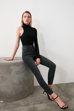 TRENDYOLMİLLA Siyah Yıpratmalı Yüksek Bel Skinny Jeans TWOAW21JE0224