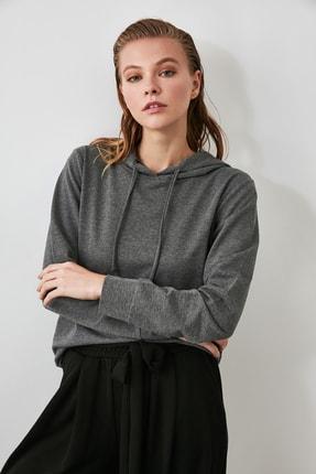TRENDYOLMİLLA Antrasit Kapüşonlu Basic Örme Sweatshirt TWOAW20SW0059