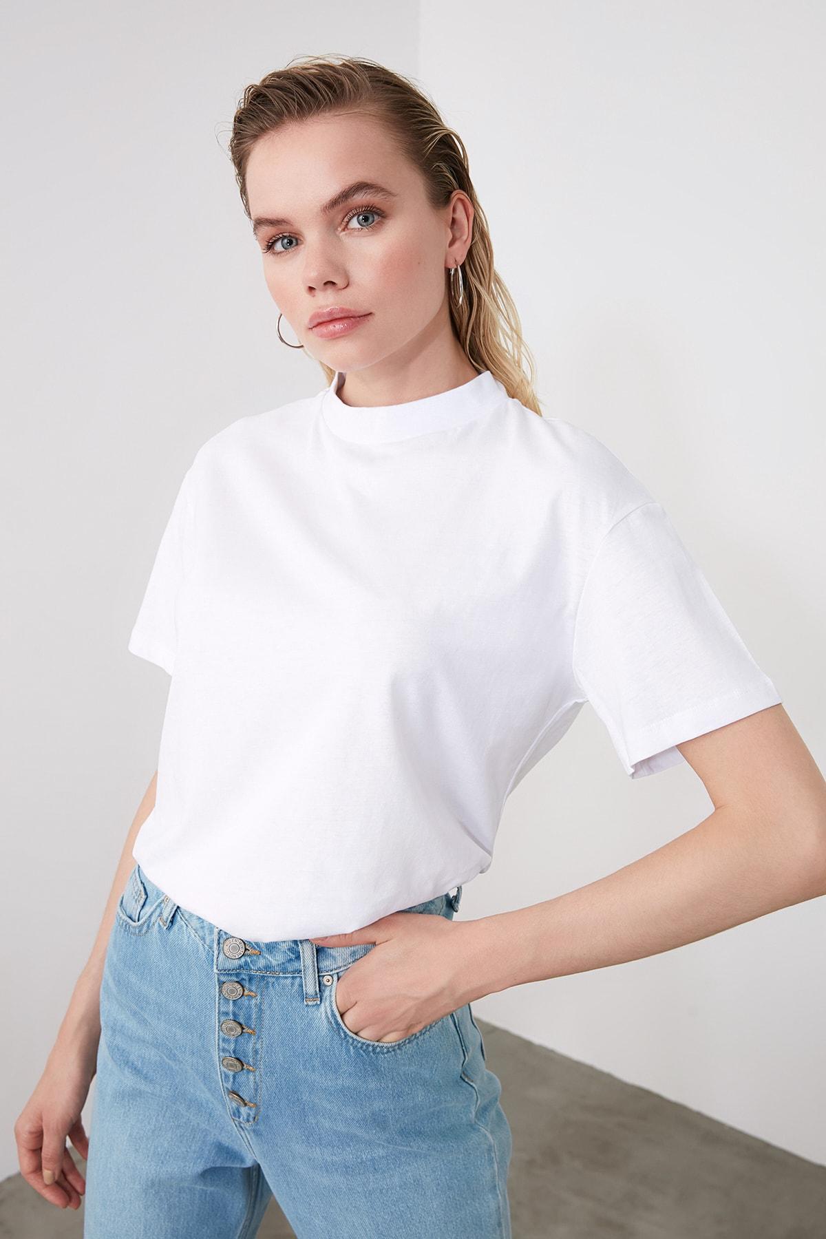 TRENDYOLMİLLA Beyaz Dik Yaka Basic Örme T-shirt TWOAW20TS0096 1