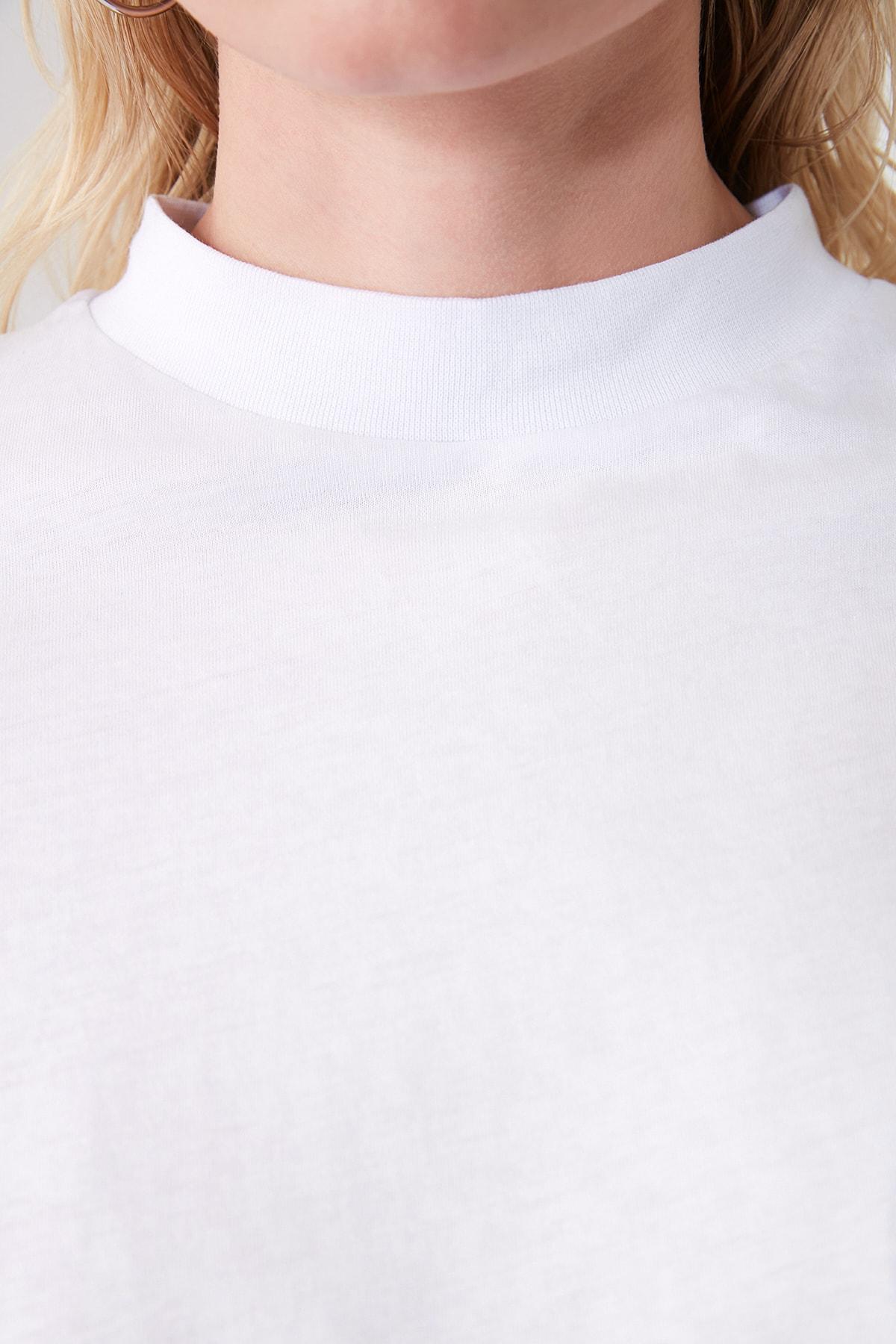 TRENDYOLMİLLA Beyaz Dik Yaka Basic Örme T-shirt TWOAW20TS0096 2