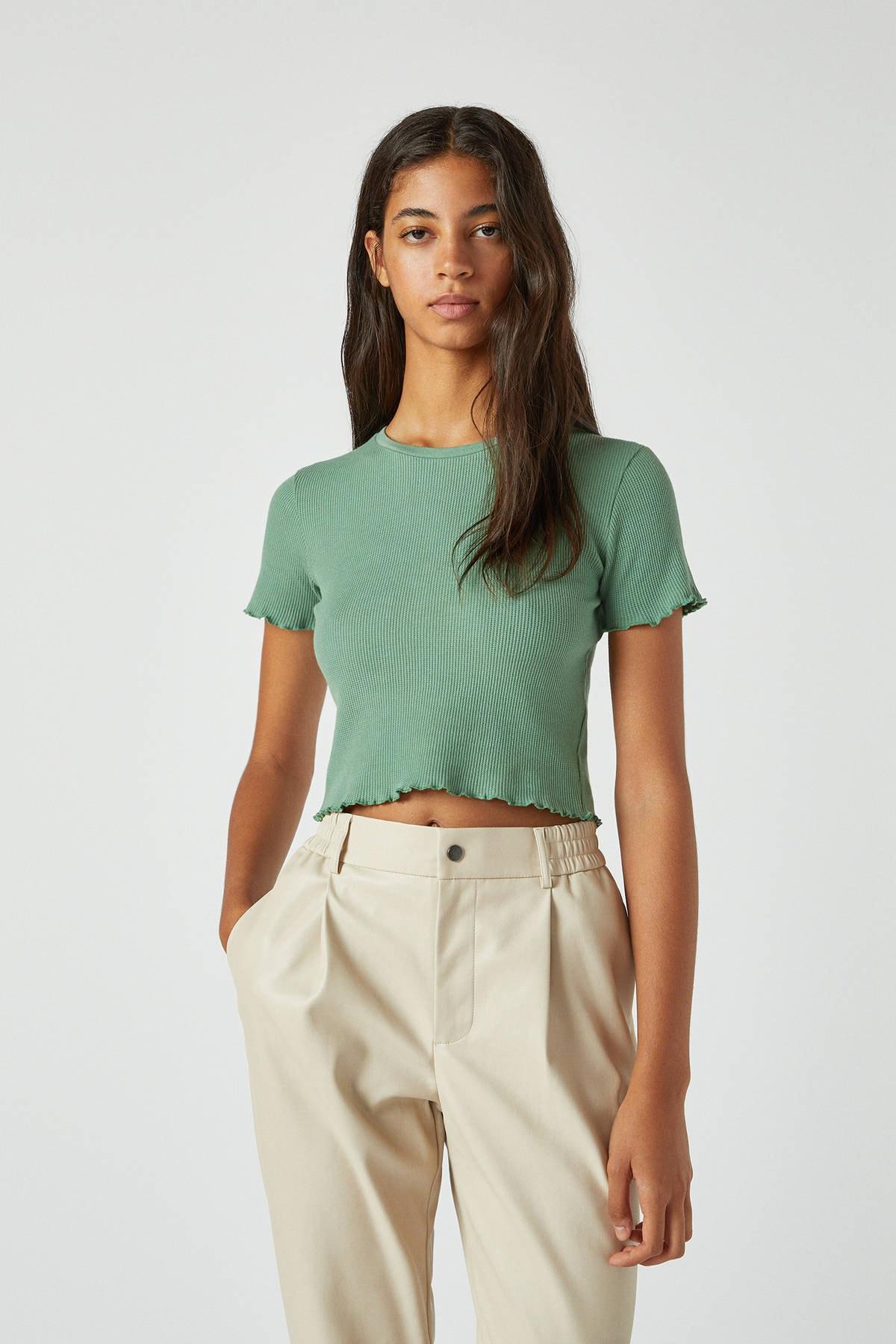 Pull & Bear Kadın Yeşil Kıvrımlı Kenarlı Basic T-Shirt 05234369 1