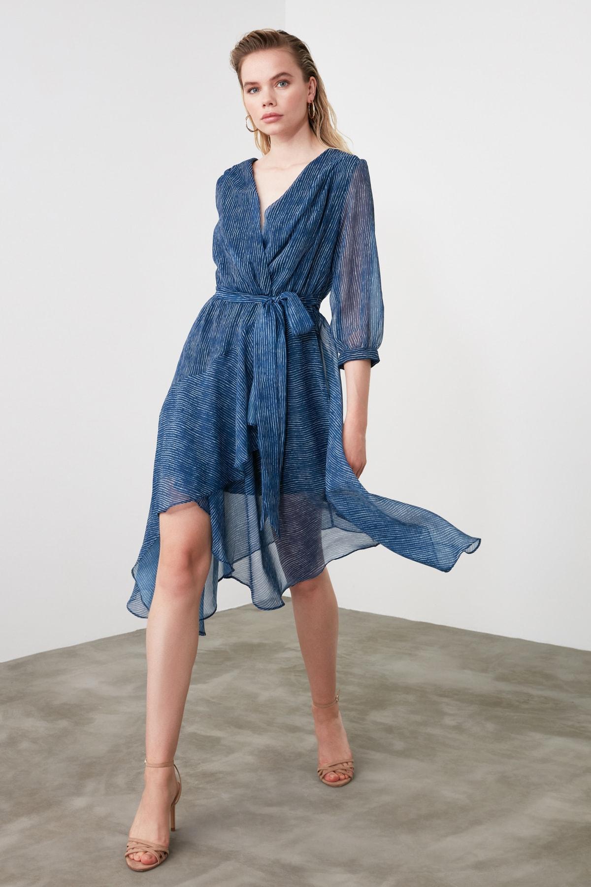 TRENDYOLMİLLA Mavi Kuşaklı Çizgili Elbise TWOSS19XO0114 1