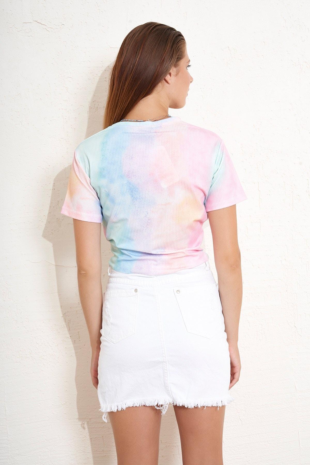Eka Önü Bağlamlı Batik Desenli T-shirt 2