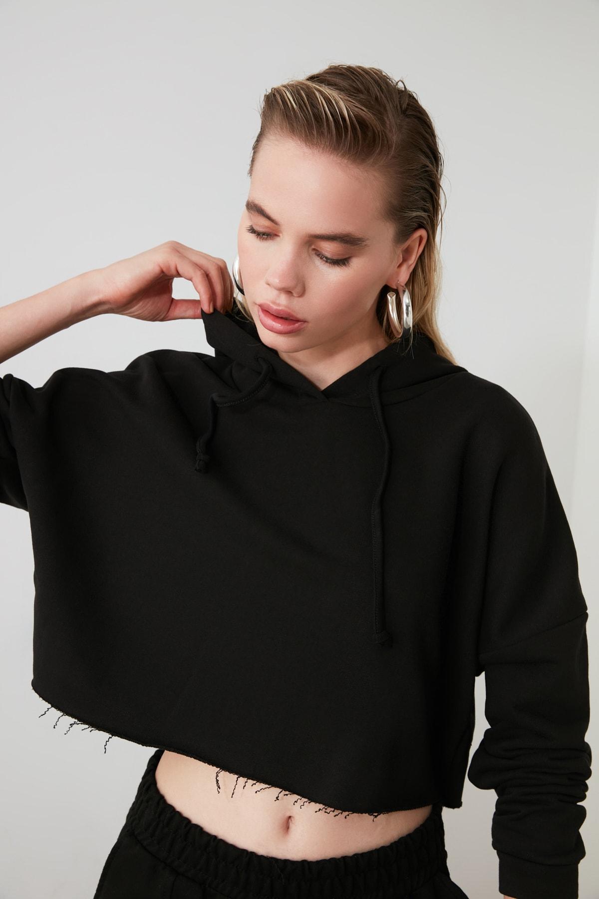 TRENDYOLMİLLA Siyah Kapüşonlu Crop Örme Sweatshirt TWOAW20SW0144 2