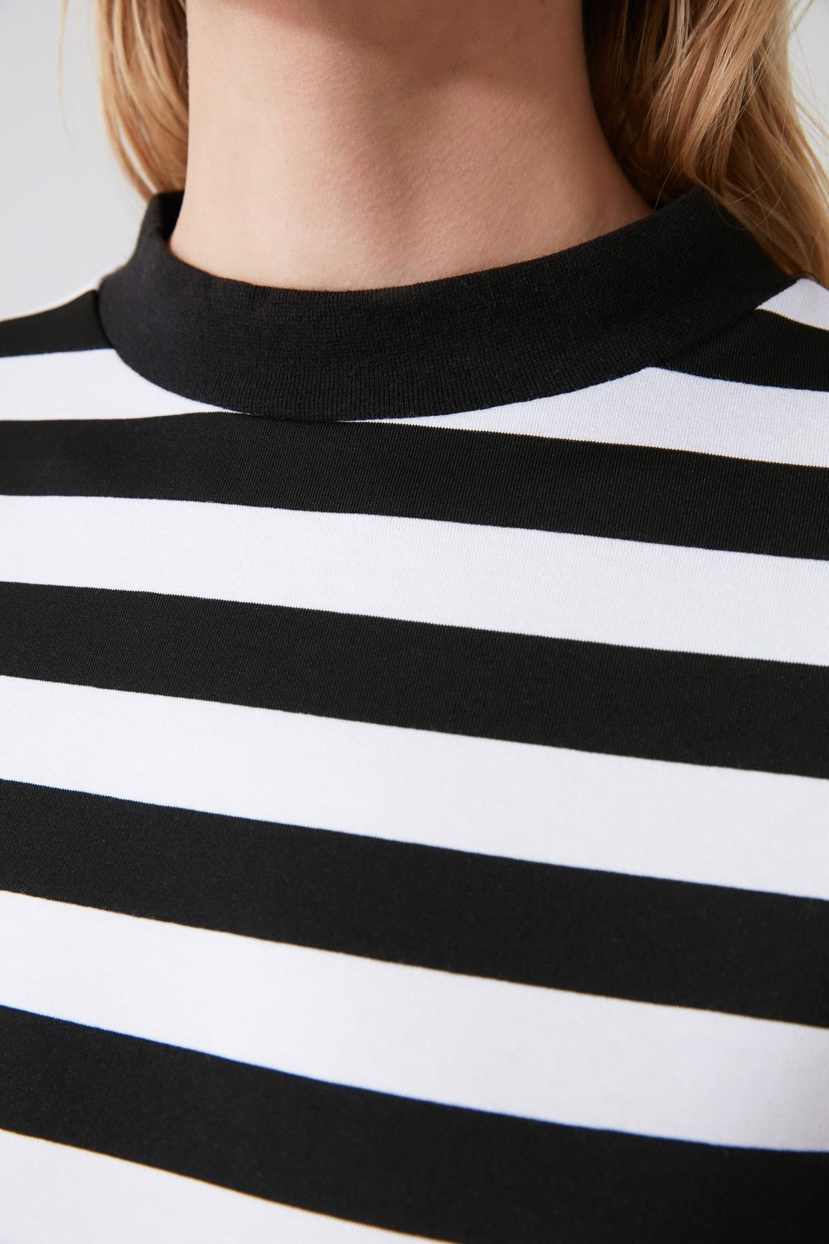 TRENDYOLMİLLA Siyah Beyaz Çizgili Dik Yaka Basic Örme T-shirt TWOAW20TS0096 2