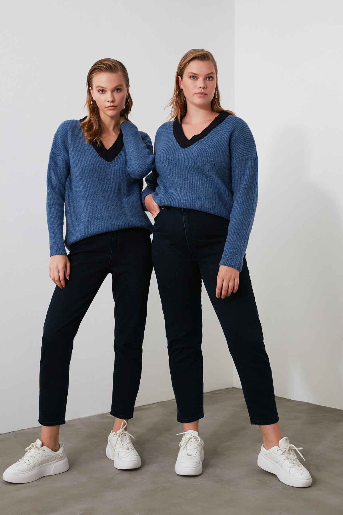 TRENDYOLMİLLA Gece Mavisi Yüksek Bel Mom Jeans TWOSS20JE0108 2