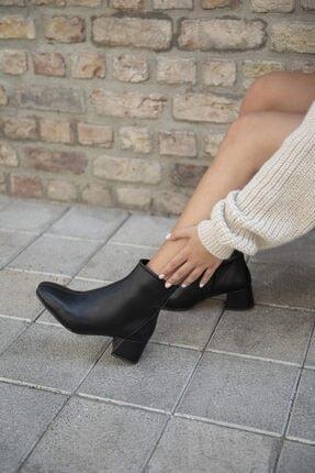 STRASWANS Kadın Siyah Deri Küt Burun Topuklu Bot