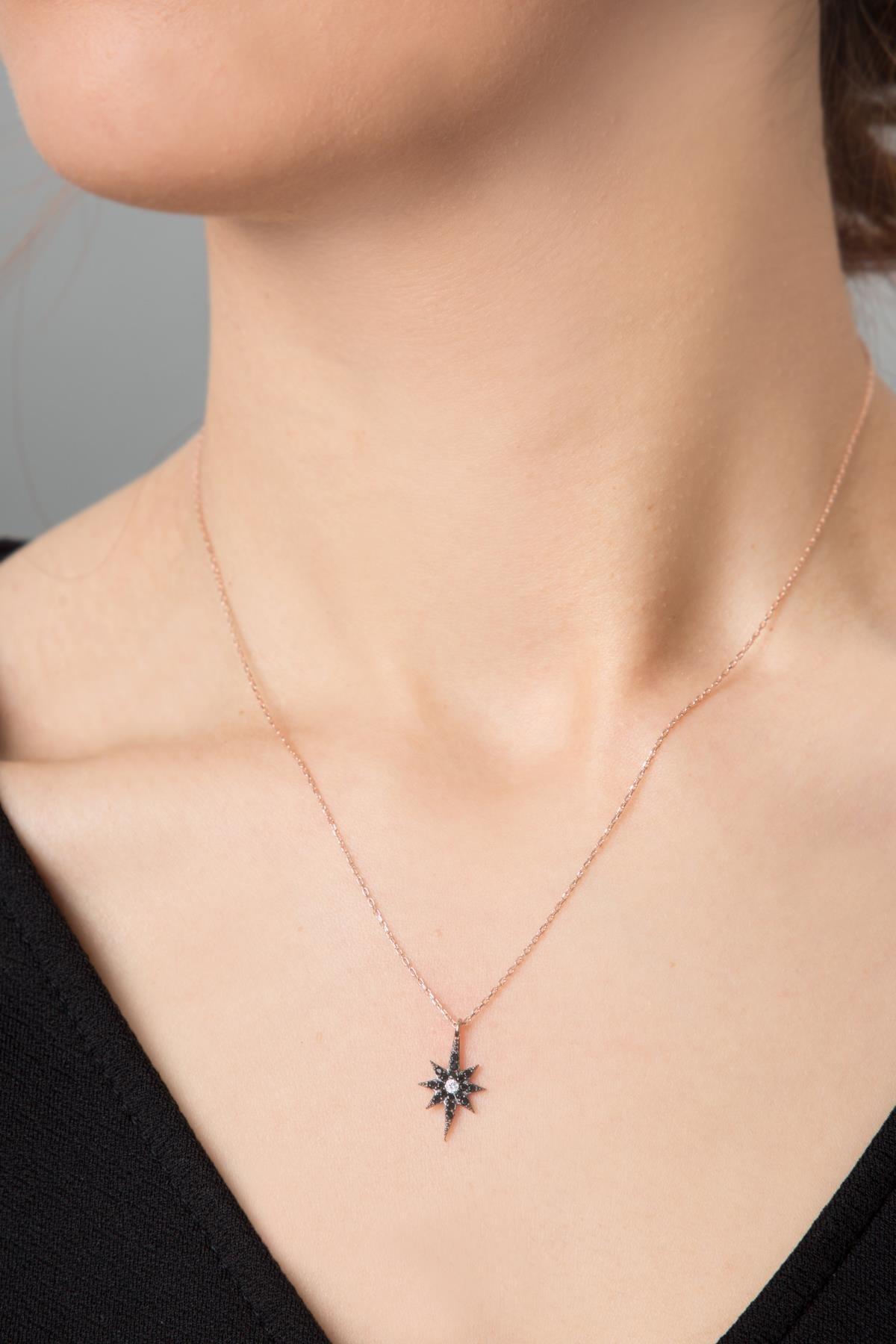 Elika Silver Kadın Ortası Beyaz Üzeri Siyah Zirkon Taşlı Kutup Yıldızı Model 925 Ayar Gümüş Kolye PP2386