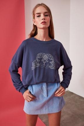 TRENDYOLMİLLA Mavi Baskılı Oversize Örme Sweatshirt TWOAW21SW0384