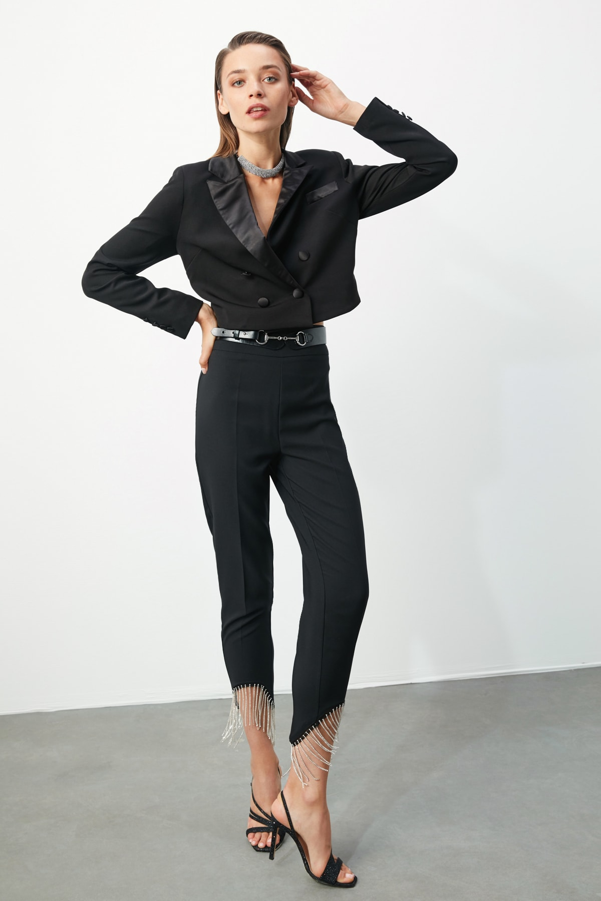 TRENDYOLMİLLA Siyah Taş Aksesuarlı Pantolon TPRSS20PL0106 1