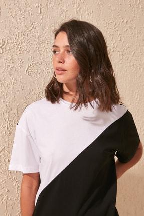 TRENDYOLMİLLA Siyah Renk Bloklu Boyfriend Örme T-shirt TWOSS19GS0048