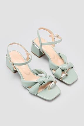 Limoya Kadın  Yeşil Bilekten Baretli Parmak Arası Detaylı Topuklu Sandalet