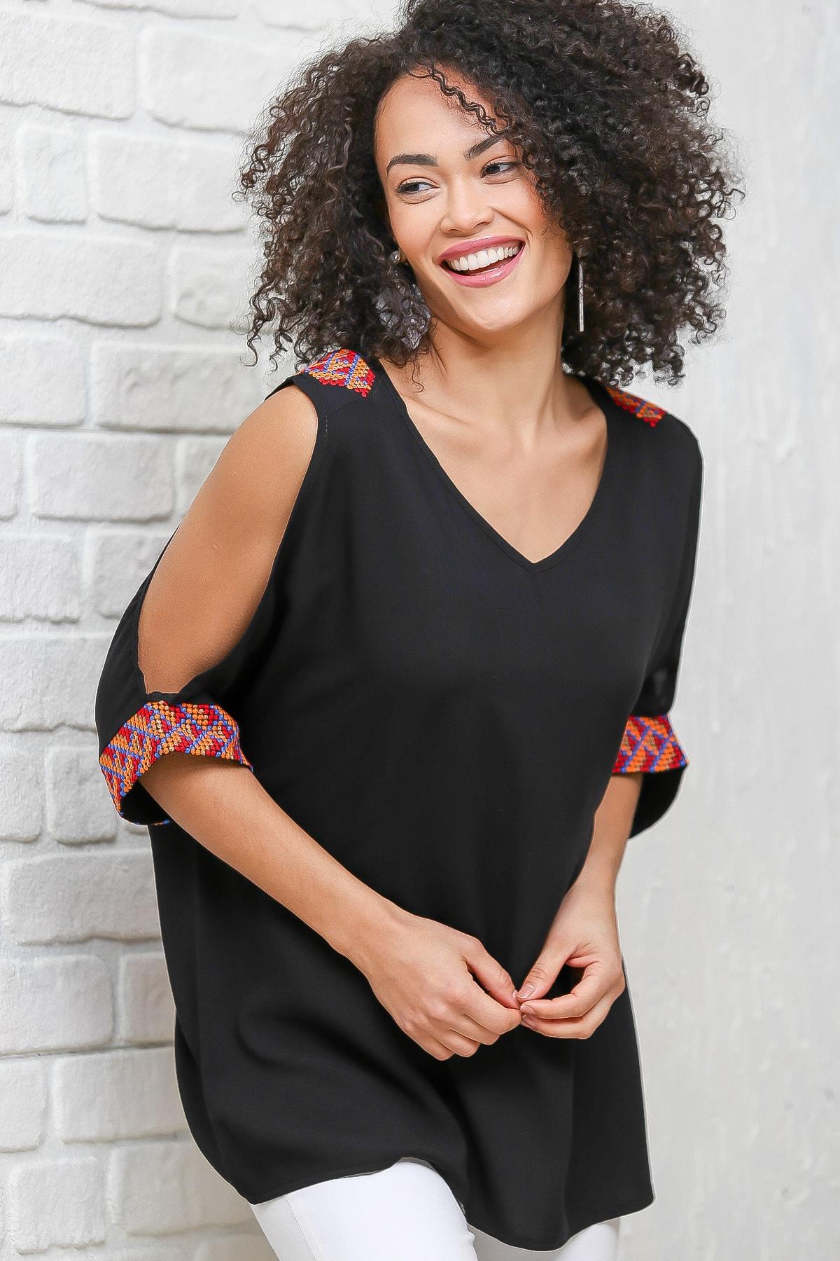 Chiccy Kadın Siyah Retro Kanaviçe Nakış Detaylı Omuzları Pencereli Bluz M10010200BL96359
