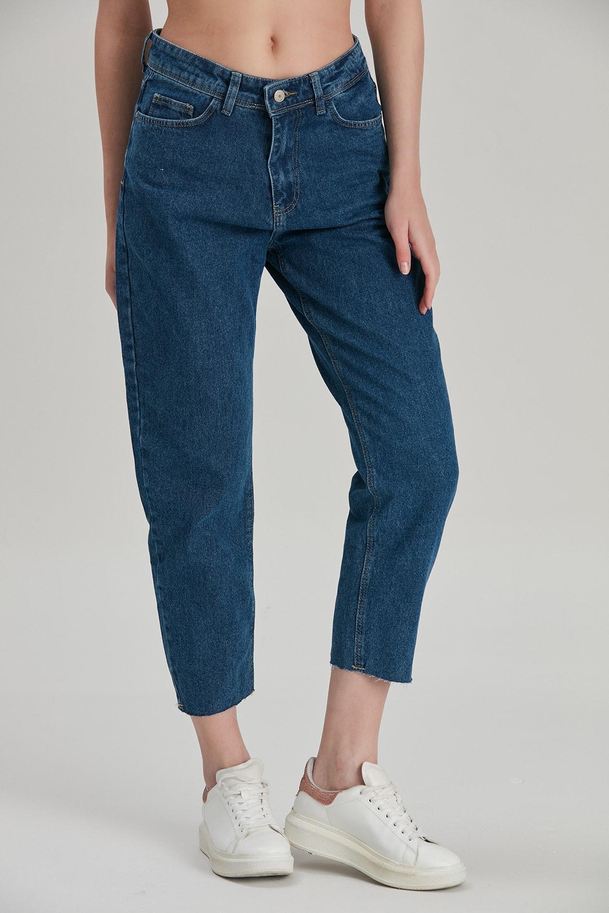 Modaca Kadın Lacivert Mom Style Paça Kesik Detay Jean 2