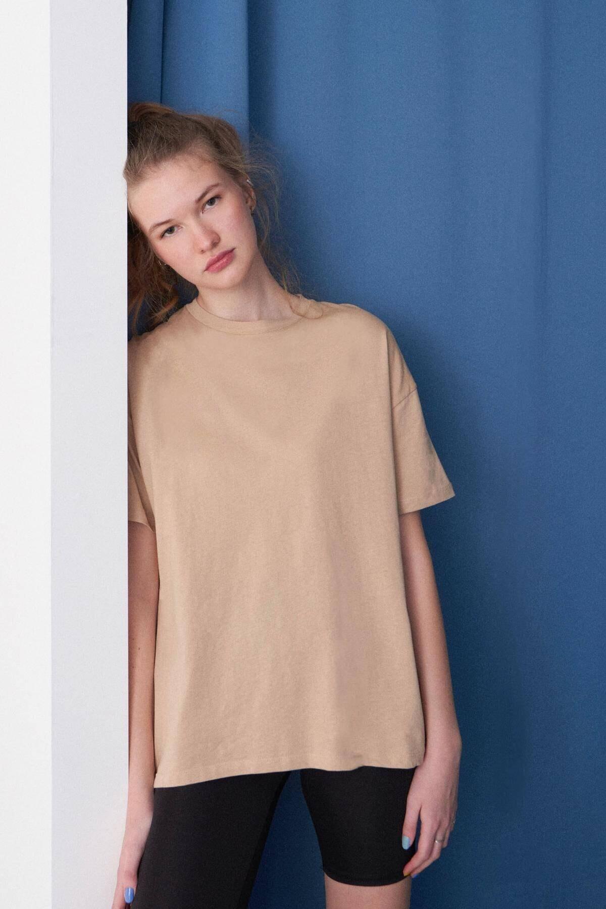 Addax Kadın Sütlü Kahve Fermuar Detaylı T-Shirt P6386 - I8 Adx-0000023895