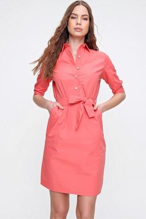 Trend Alaçatı Stili Kadın Mercan Düğme Detaylı Gömlek Yaka Dokuma Elbise ALC-X6250