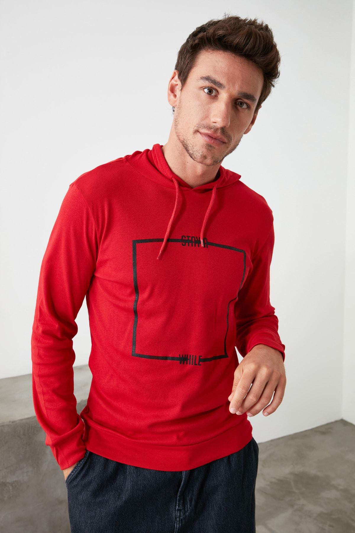 TRENDYOL MAN Kırmızı Erkek Baskılı Kapüşonlu Regular T-Shirt TMNAW21TS0216 1