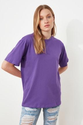 TRENDYOLMİLLA Mor %100 Pamuk Bisiklet Yaka Boyfriend Örme T-Shirt TWOSS20TS0134