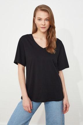 TRENDYOLMİLLA Siyah %100 Pamuk V Yaka Boyfriend Örme T-Shirt TWOSS20TS0132